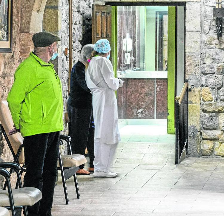 «La gestión del covid en una residencia es como sostener un jarrón chino durante un seísmo»