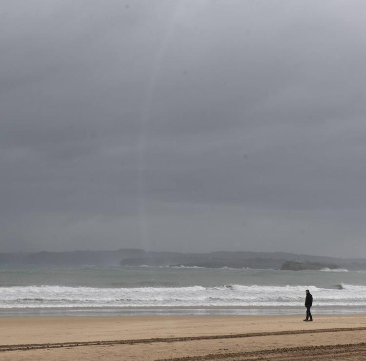 Cantabria está en alerta por oleaje y fuertes rachas de viento en el interior