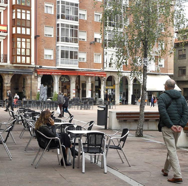 La Mesa del Besaya pide retirar las estructuras «abusivas» de las terrazas hosteleras de Torrelavega