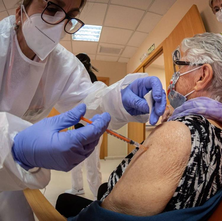 Los contagios por covid en las residencias de Cantabria se ponen en «niveles mínimos»