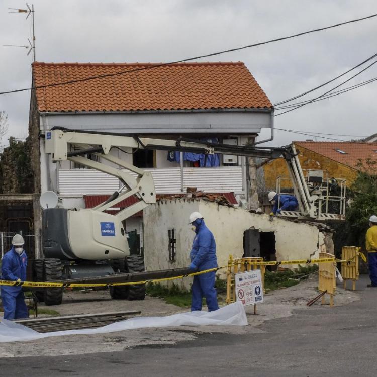 Comienza el derribo de unos garajes y almacenes de la Sareb en Campuzano