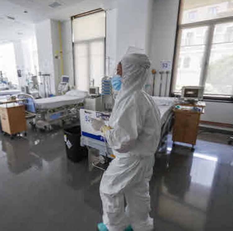 Los contagios siguen en descenso pero Cantabria suma dos fallecidos por covid