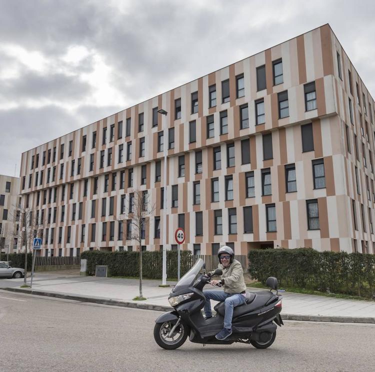 «Nos piden 228.000 euros por unos pisos de Protección Oficial tasados en la mitad»