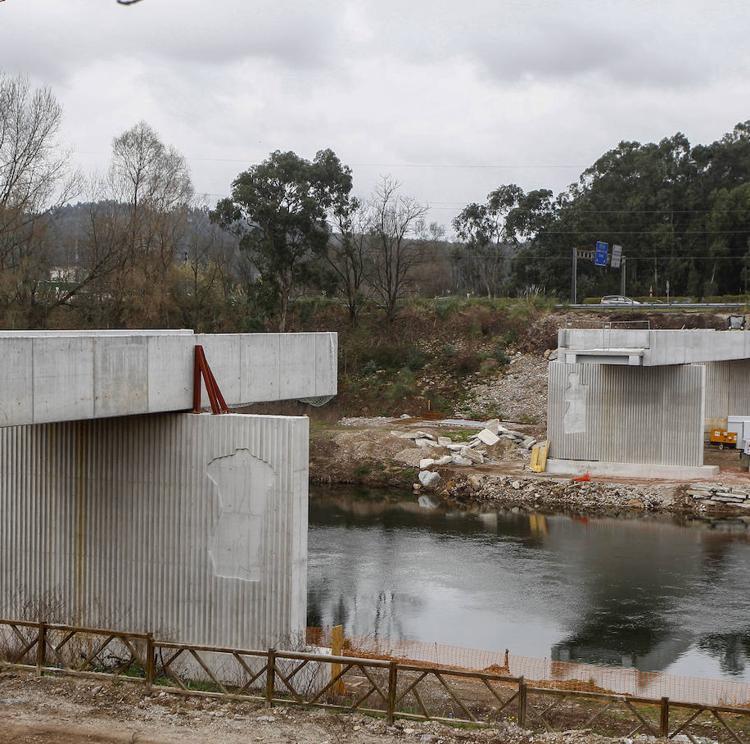 La obra de la pasarela de Torrelavega sobre el río contará con una segunda fase de 200.000 euros