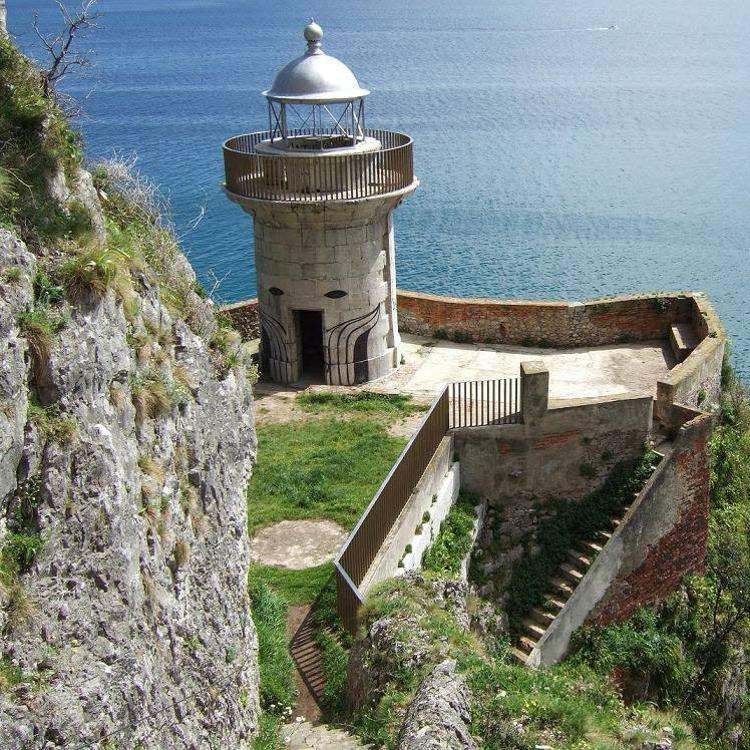 Buciero Natura propone cobrar a los visitantes por acceder al Faro del Caballo