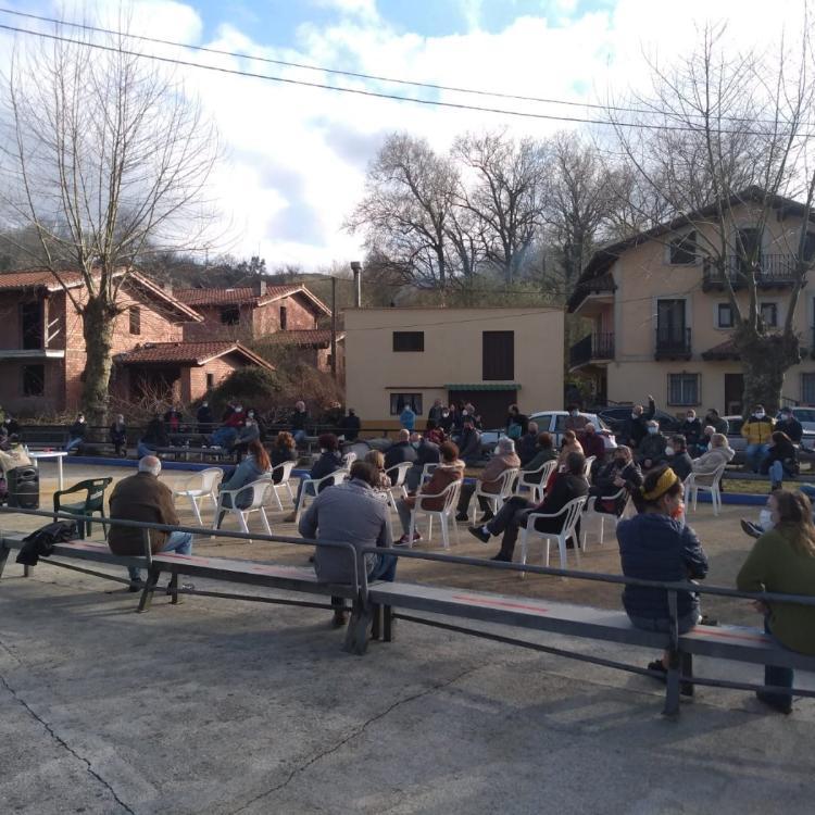 El alcalde de Riotuerto dice que la reunión para informar sobre los eólicos fue «ilegal»