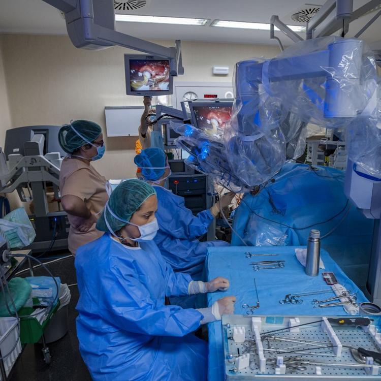 El Supremo obliga a Ferrovial a asumir el mantenimiento de los robots Da Vinci de Valdecilla