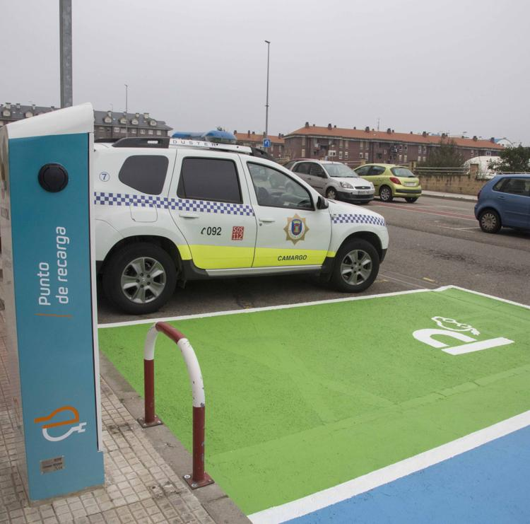 Camargo renueva el punto de recarga de vehículos eléctricos de la calle Rufino Ruiz Ceballos