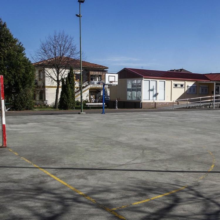 Las pistas polideportivas de Torrelavega envejecen a la espera de su mejora