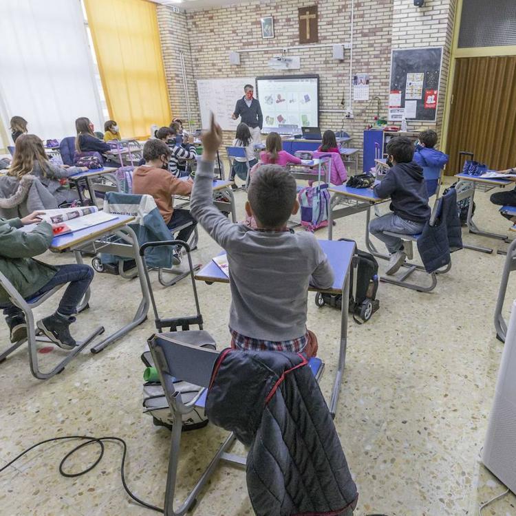 STEC denuncia «un trato de favor» de la administración a la enseñanza privada