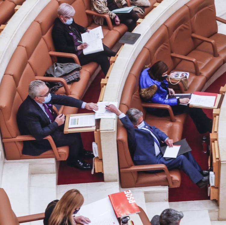El bipartito rechaza la reducción de altos cargos que reclama la oposición y habla de «populismo»
