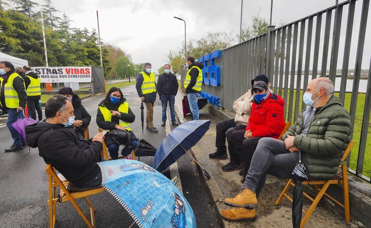 Los trabajadores afrontan su segundo día de huelga en la planta de SEG en Treto