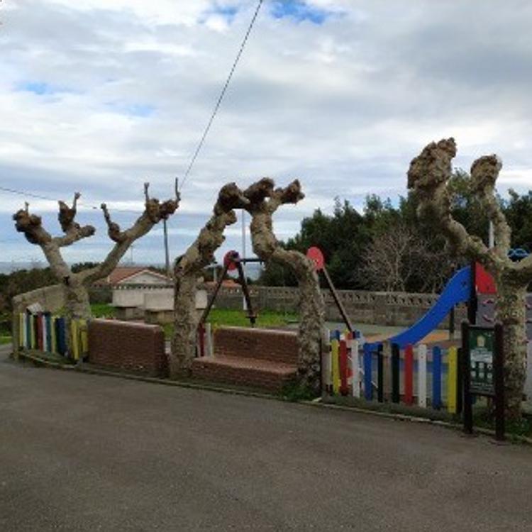 El Gobierno regional mejorará el albergue y el parque infantil de Islares