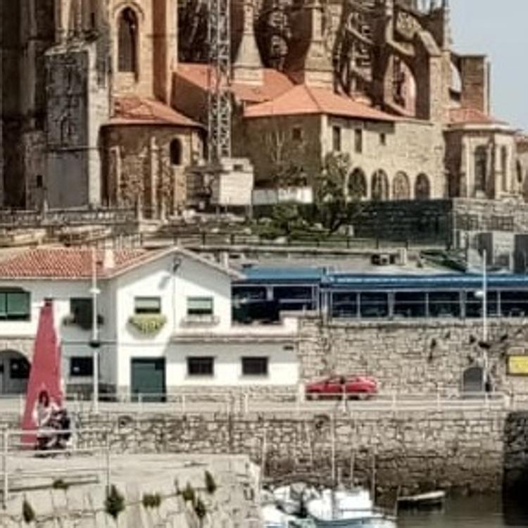 A evaluación la restauración del edificio de administración del puerto de Castro