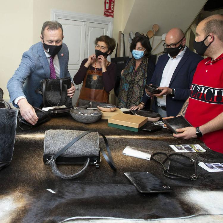 Proyecto HosCA o cómo fabricar en Mazcuerras artesanías en piel de vaca tudanca