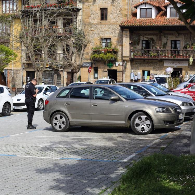 Comillas cobrará por aparcar en el casco urbano en verano