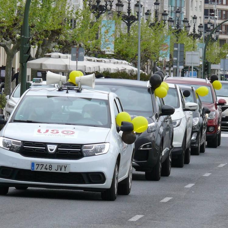 Una protesta de interinos vuelve a tomar el centro de Santander para hacerse oír por las Administraciones