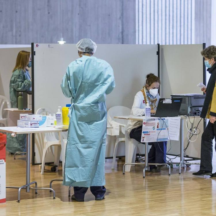 El 33% de los cántabros citados este sábado no acudieron a vacunarse con AstraZeneca