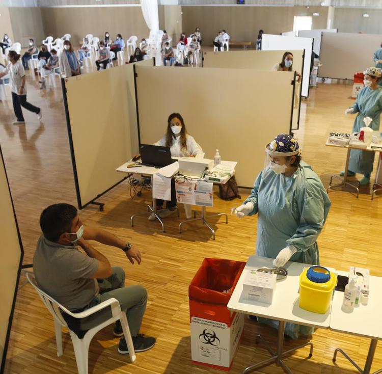 Sanidad no dará a elegir otra vacuna a quienes rechacen la de AstraZeneca