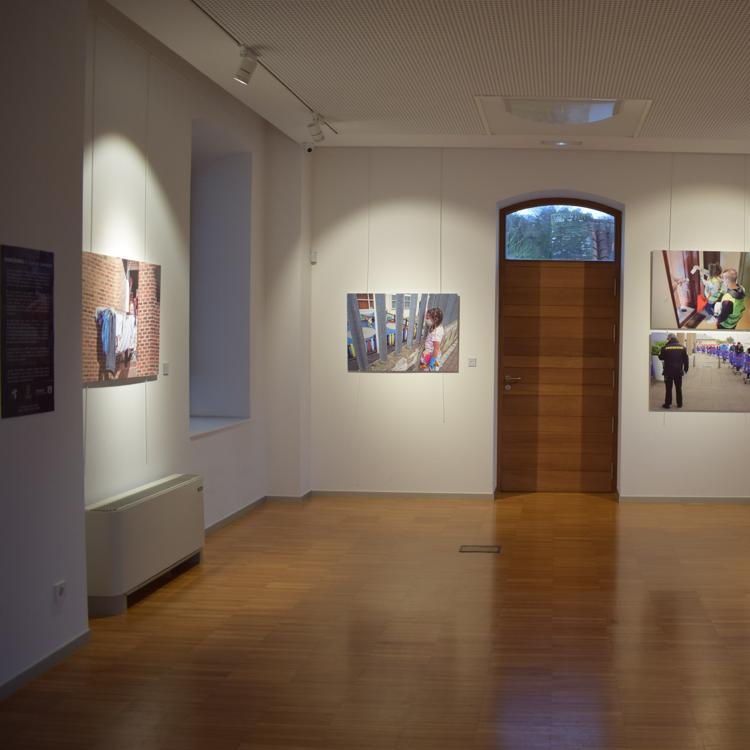 La exposición fotográfica 'Pandemia, el covid en Cantabria' se despide este viernes del centro cultural de Quijano
