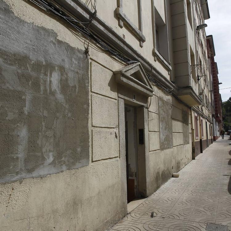 El Ayuntamiento inicia el desalojo de los okupas ante la «pasividad» de la Sareb