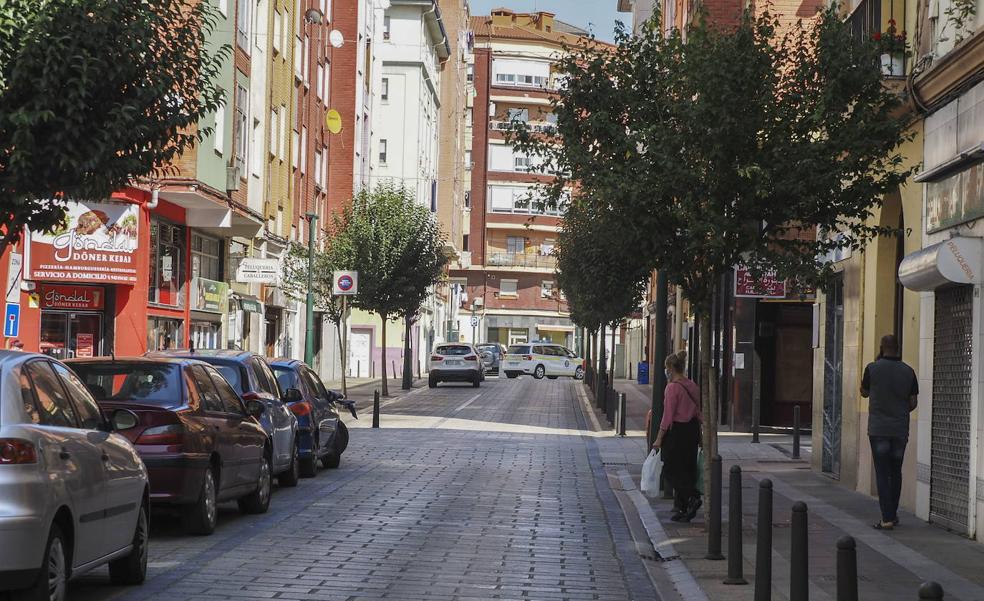 El PP de Torrelavega exige el cierre de una carnicería de La Inmobiliaria que infringe la normativa