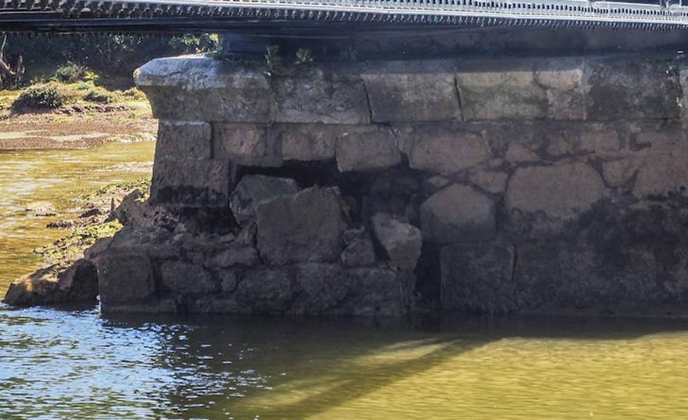 El Astillero y Villaescusa cierran el puente sobre la ría de Solía ante una rotura en una de sus cimentaciones