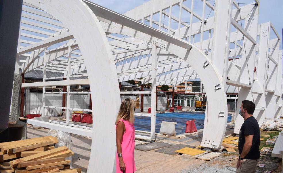 Comienza la instalación de la cubierta de la piscina de Renedo