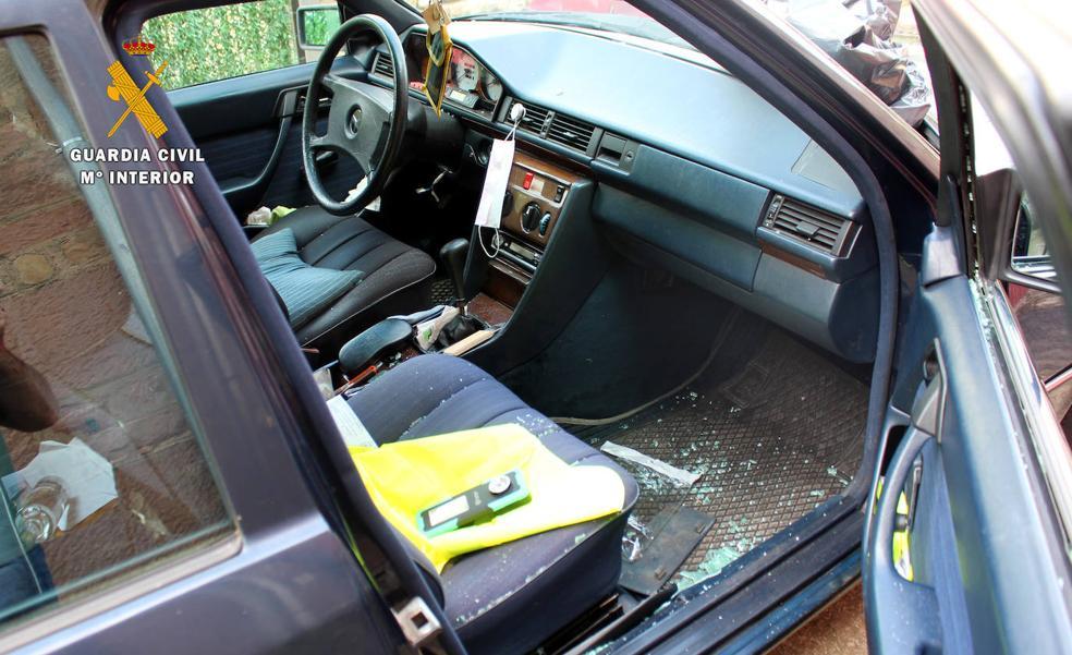 Detenidos cuatro veinteañeros por asaltar el vehículo de un hostelero en Reocín y robarle 2.000 euros