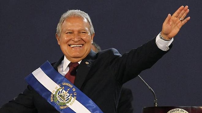 El ex comandante guerrillero Sánchez Cerén, presidente de El Salvador