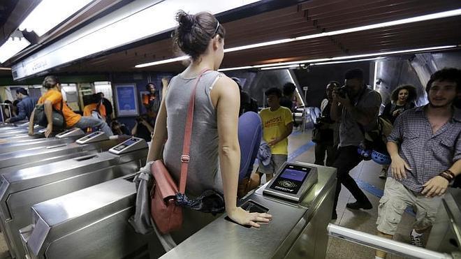 Los trabajadores del Metro de Sao Paulo paran temporalmente la huelga