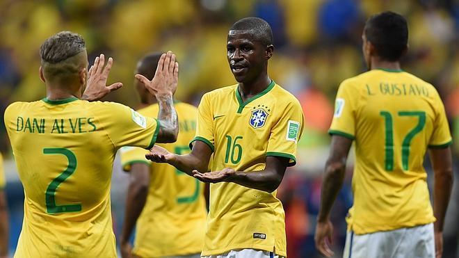 Brasil se hace grande ante un pequeño