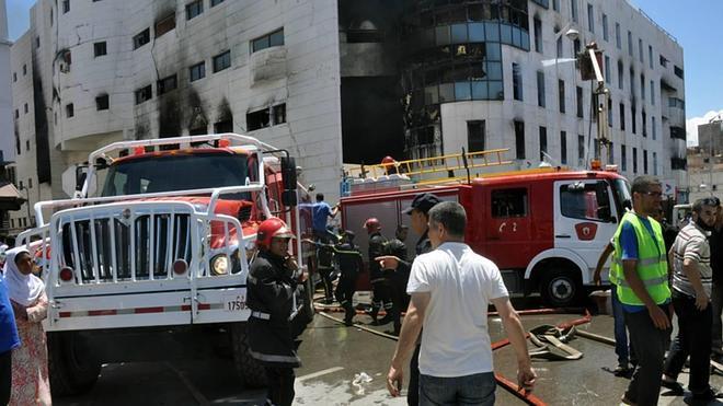 España ayuda a sofocar el incendio del mayor centro comercial de Nador