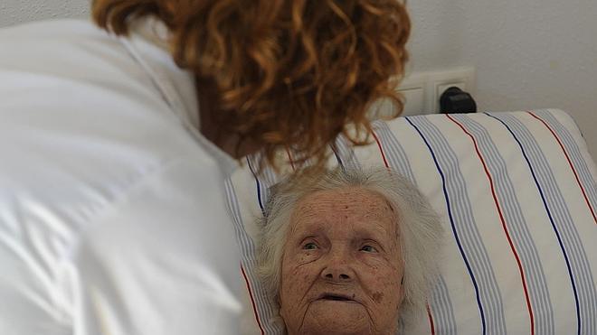 Andalucía, Extremadura y Valencia, las que más tardan en ayudar a los dependientes