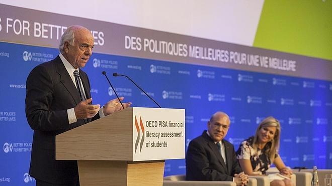 Francisco González: «Los bancos deben jugar un papel fundamental en la educación financiera»