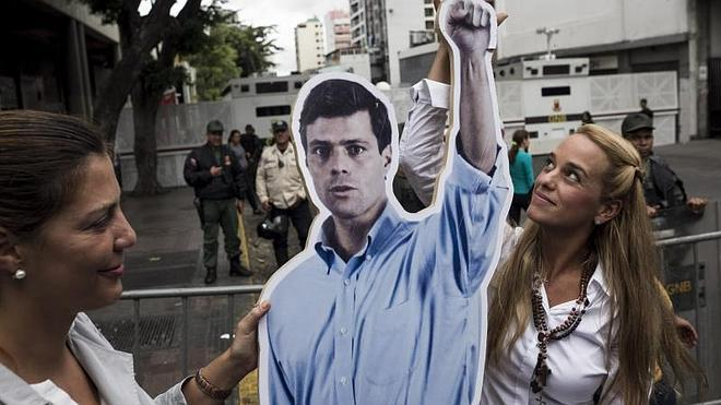 Comienza el juicio al opositor venezolano López tras cinco meses de prisión