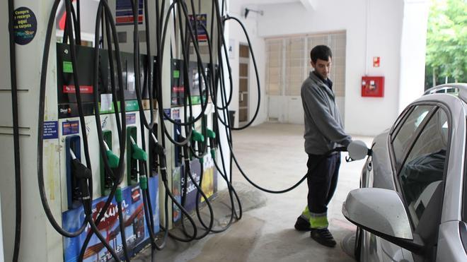 Los precios medios de los carburantes encadenan cinco semanas a la baja