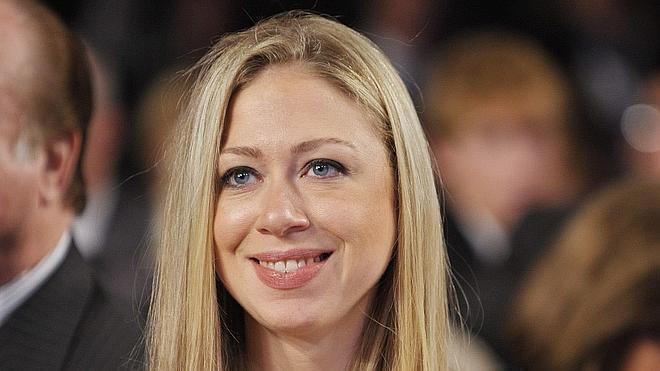 La hija de Bill y Hillary Clinton deja su trabajo de periodista para ser madre