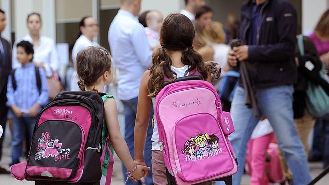 Los escolares cargaron con sus mochilas en el anterior curso una media de 3,74 kilos