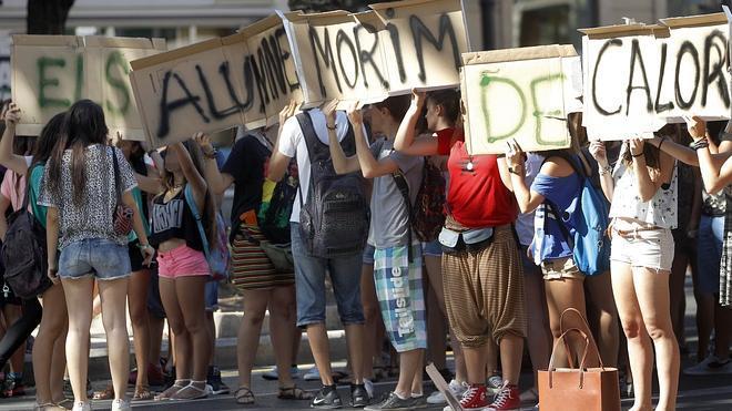 Motín en las aulas valencianas contra el calor
