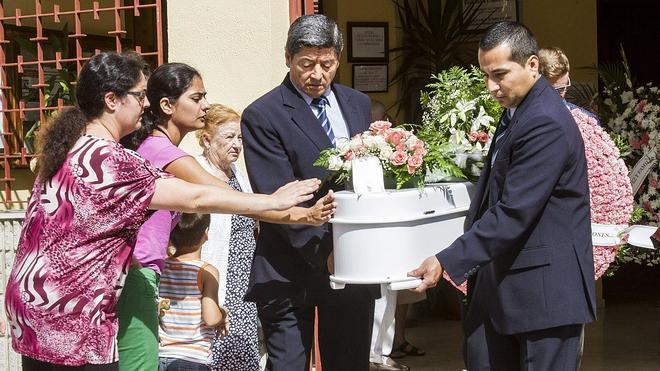 Los restos de Ruth y José reciben sepultura en Huelva