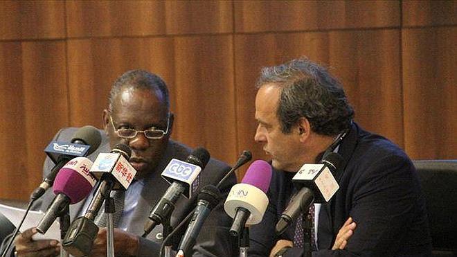 Platini dice que no interfiere en la Copa de África y pide una «rectificación» a su presidente