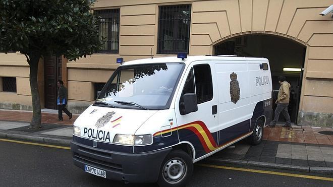 El niño hallado en una maleta en Oviedo falleció una semana antes de su localización