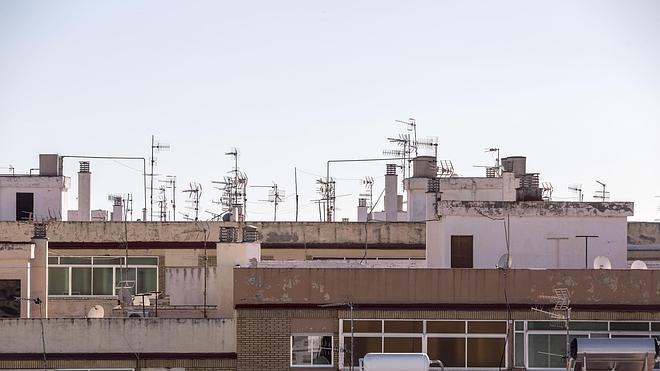 El sector de la televisión, «esperanzado» ante la puerta abierta del Gobierno a prolongar las emisiones de TDT