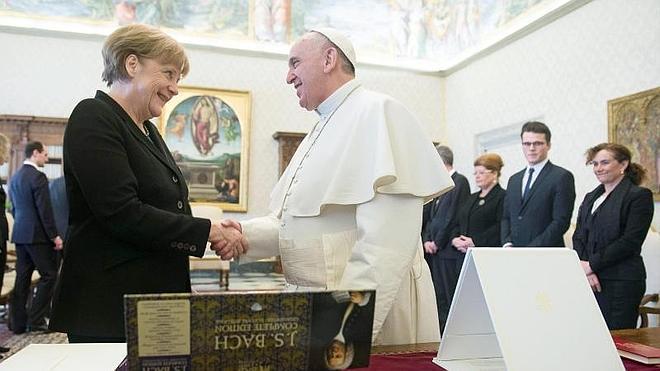El Papa, a Merkel: «El trabajo de los jefes de Estado es proteger a sus pobres»