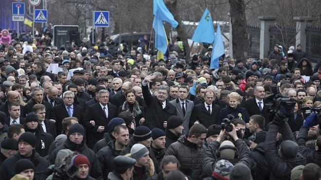 Al menos dos muertos en atentado durante una marcha en Járkov, en Ucrania