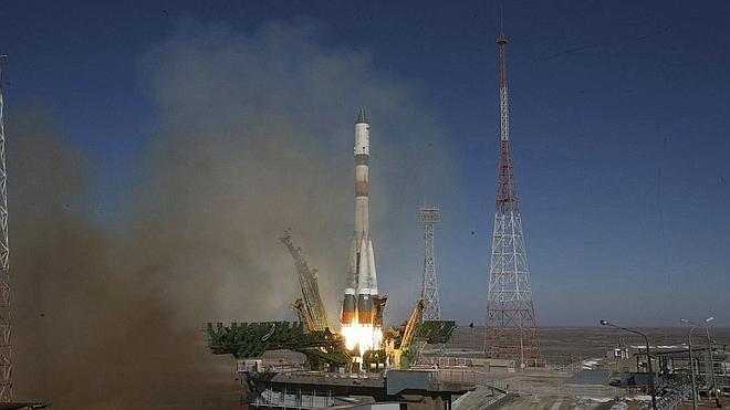 La nave rusa Progress logra corregir la órbita de la EEI en su segundo intento