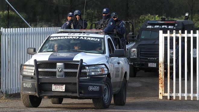 México rechaza las acusaciones de abuso de fuerza en el enfrentamiento que dejó 42 muertos