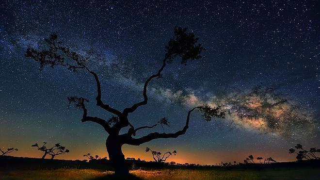¿Cuánto pesa la Vía Láctea?