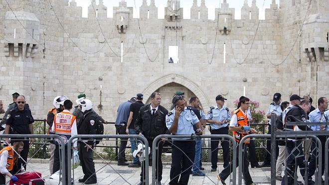 Un policía israelí, gravemente herido tras ser apuñalado por un palestino